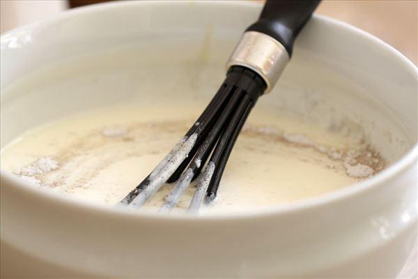 Koldskål med tykmælk og æg