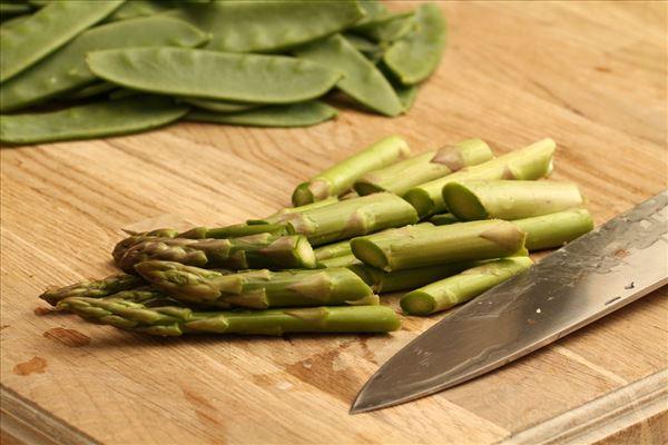Pastasalat med asparges og parmaskinke - Madopskrifter.nu