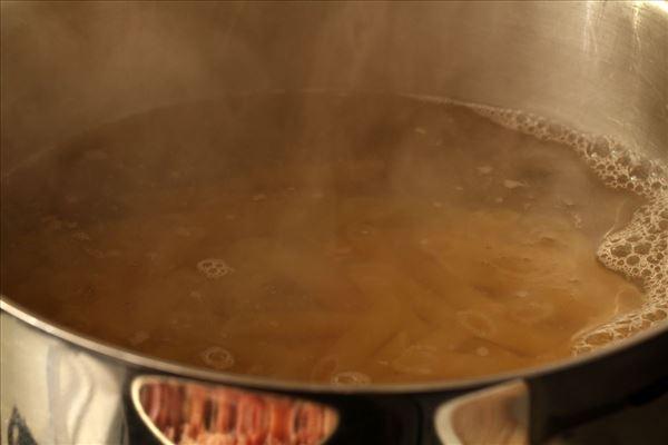 Pasta med bacon og mornay sauce