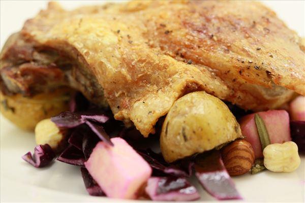 Andelår med rødkålssalat og rosmarin kartofler
