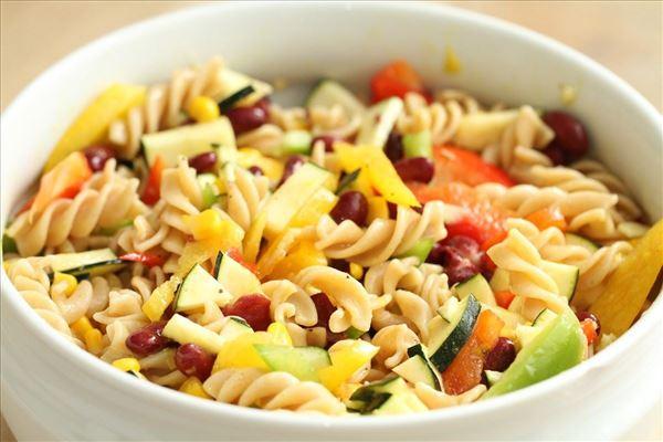 Mormors pastasalat med røde bønner (vegetar)