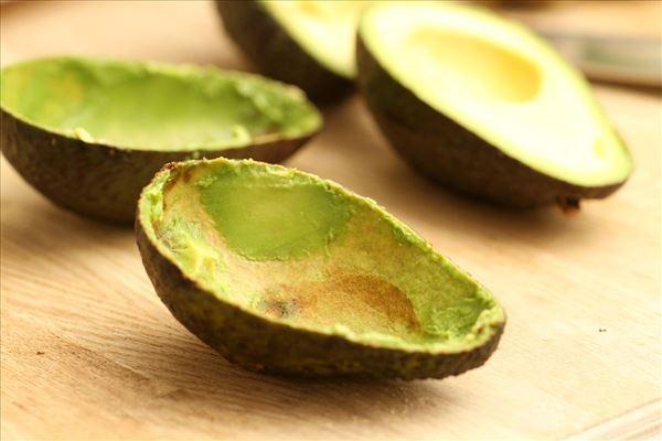modne avocado i ovnen