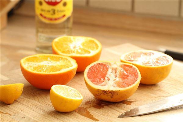 Rikke's frugtpunch med rom og krydderier