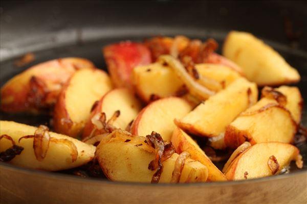 æbleflæsk med bacon og løg
