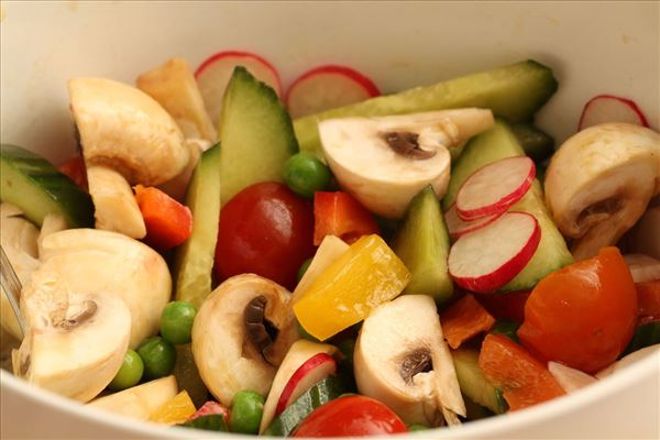 Grillstegte ribben (spareribs) med salat