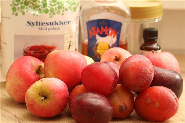 Blomme-æble syltetøj