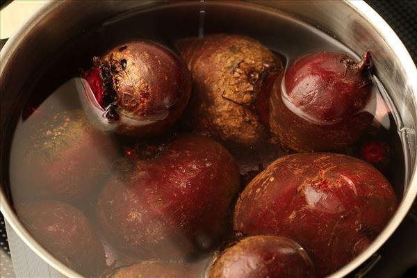 Hjemmelavede syltede rødbeder med æbleeddike